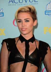 Miley+Cyrus+Teen+Choice+Awards+2013+Press+rFdogscsn0sl
